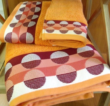 Juego de toallas bordadas