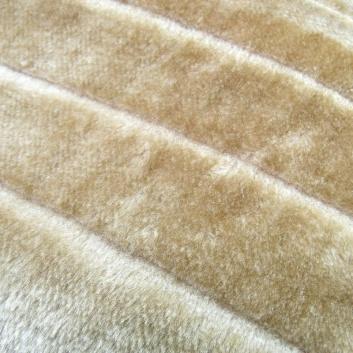 Detalle de la manta color crema