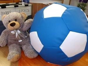 Puff con forma de balón de fútbol