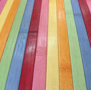 Textura de la alfombra de bambú de colores