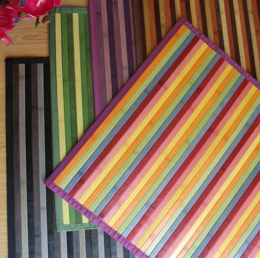 Alfombras de bambú combinando colores