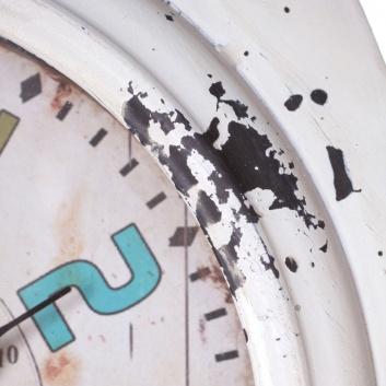 Reloj de mesa metálico