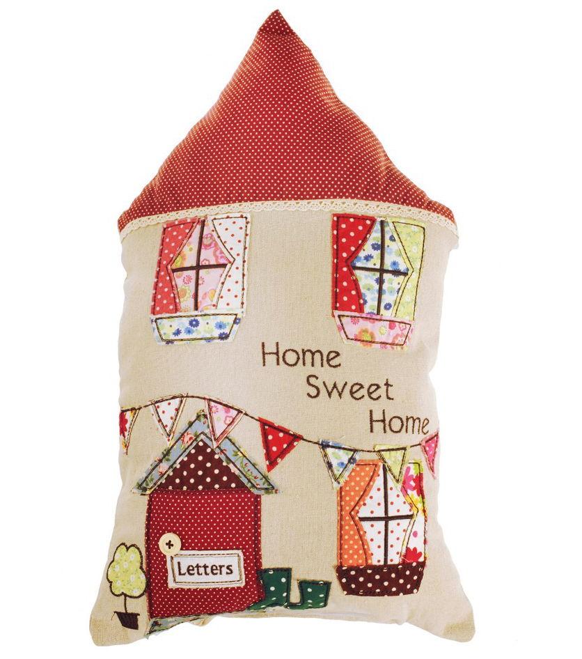 Sí, aun había más cojines patchwork. Y son como una casa.   blog