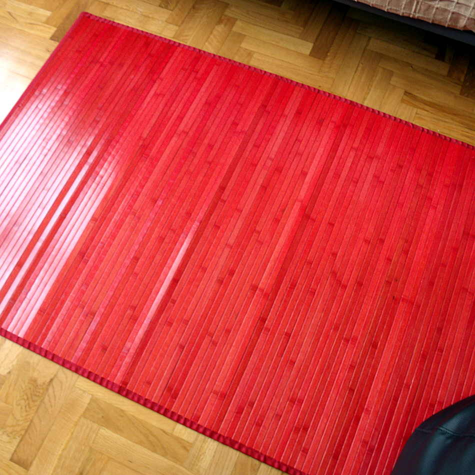 Alfombra roja de bambú