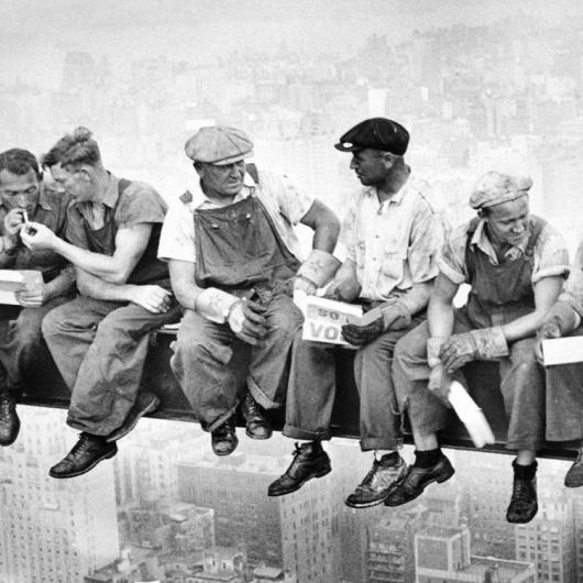Cuadro obreros en la viga