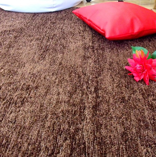 Alfombra de hilo marrón