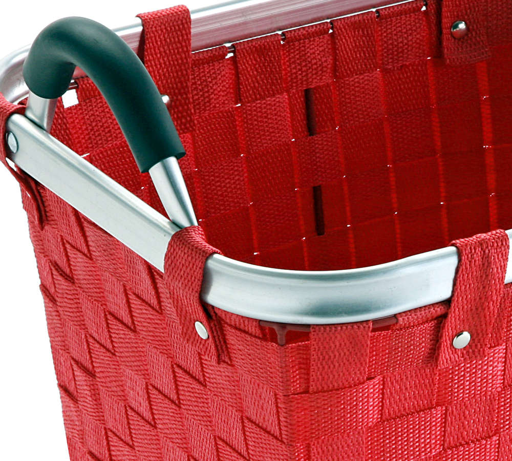 Canasta roja de fibra y metal