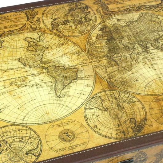 Baúl con mapas antiguos