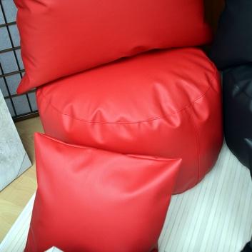 Grupo de puffs blandos rojos