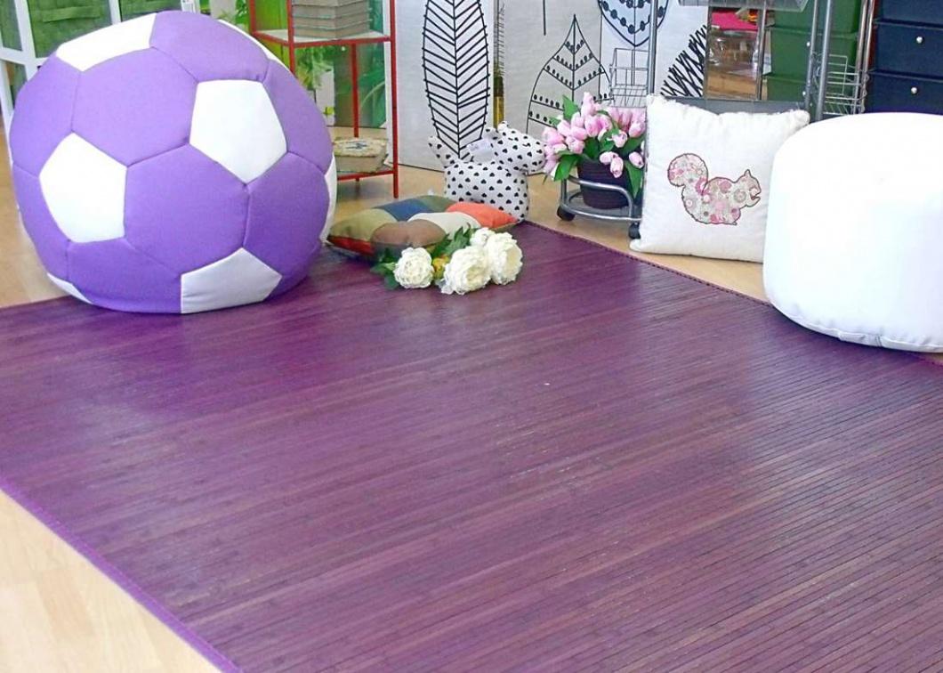 Puff con alfombra color lila