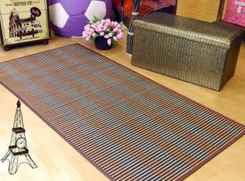 Showroom con alfombra y puffs