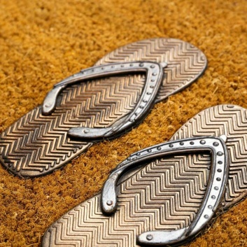 Felpudo con sandalias