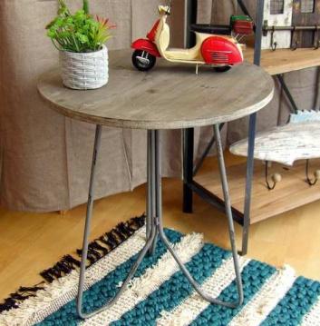 Mesa con alfombra