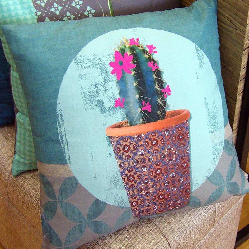 Cojín con diseño de cactus