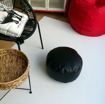 Puff, silla y alfombras para terraza